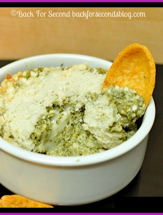 Healthy Spinach Artichoke Dip - This dip is our favorite! @backforseconds #spinachdip #artichokedip #healthy