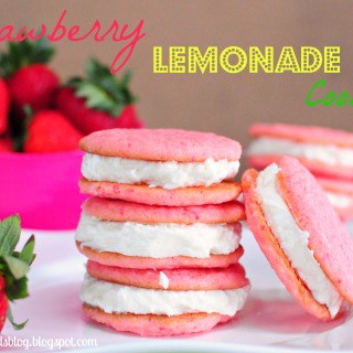 Strawberry Lemonade Cookies #whoopiepie #cookiesandwich #frosting #lemonade #pink #strawberry