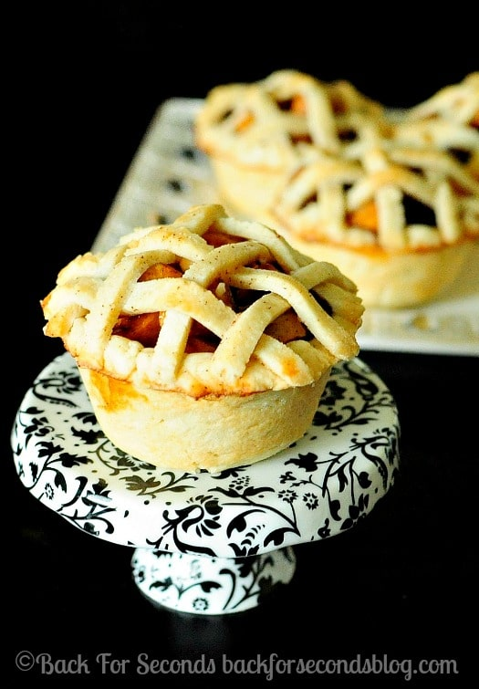 Easy Homemade Mini Apple Pies - great idea for Thanksgiving dessert! http://backforsecondsblog.com  #apple #pie #thanksgiving