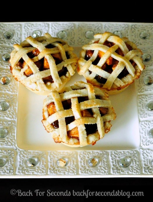 Easy Homemade Mini Apple Pies - great idea for Thanksgiving dessert! http://backforseconds.com  #apple #pie #thanksgiving