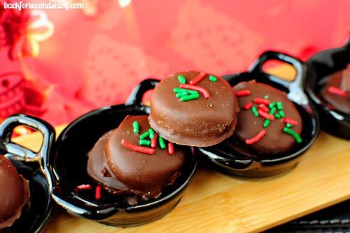 How to make Peppermint Patties from Scratch @BackForSeconds backforseconds.com  #christmas #peppermintpatties #homemade