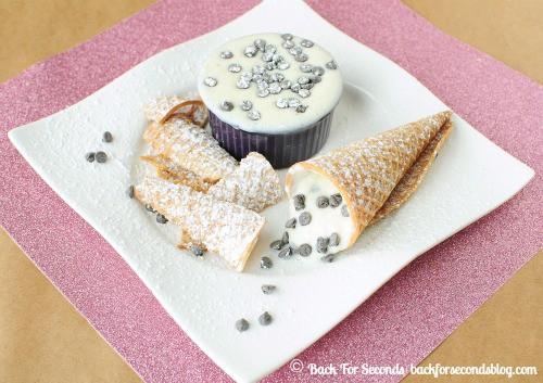 Skinny Cannoli Dip @BackForSeconds #healthy #dip #snack #nobake backforseconds.com
