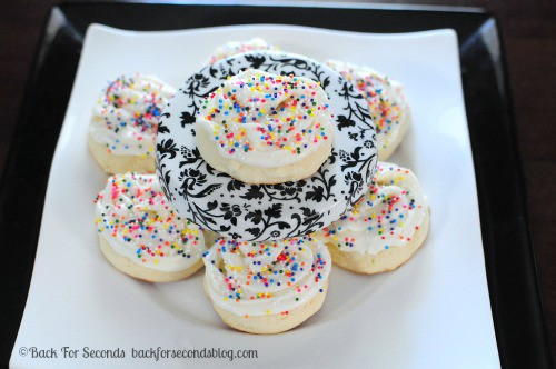 Frosted Cakey Sugar Cookies by Back For Seconds #lofthouse #sugarcookies http://backforsecondsblog.com