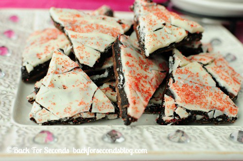 Raspberry Oreo Truffle Crack @BackForSeconds #ValentinesDay #candy #oreos #nobake http://backforseconds.com