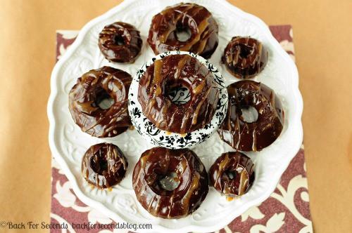 Salted Caramel Mocha Donuts http://backforsecondsblog.com  #recipe #chocolate #donuts #starbucks