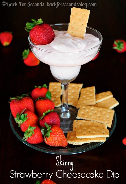 Skinny Strawberry Cheesecake Dip - All the strawberry cheesecake flavor with none of the guilt!! http://backforsecondsblog.com  #recipe #dip #nobake #skinny #healthy #strawberry #cheesecake