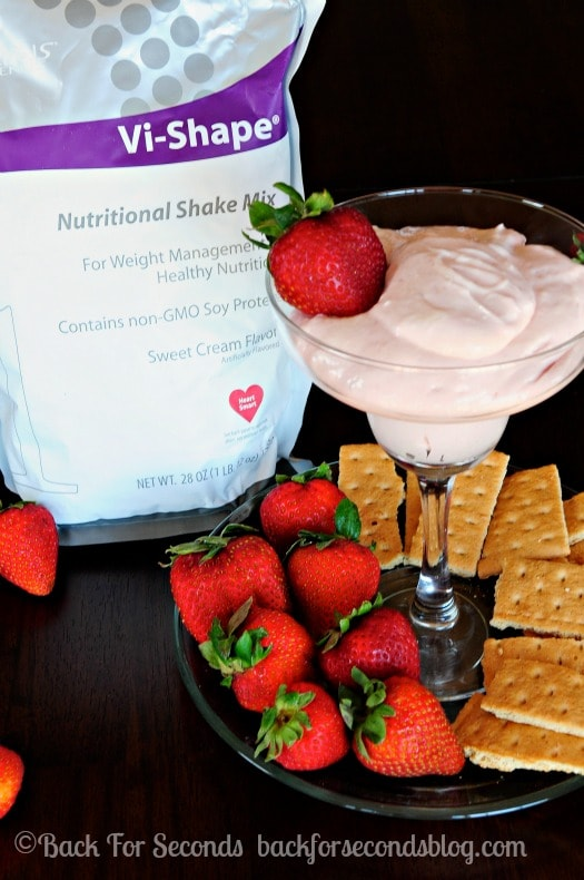 Skinny Strawberry Cheesecake Dip - All the strawberry cheesecake flavor with none of the guilt!! http://backforseconds.com  #recipe #dip #nobake #skinny #healthy #strawberry #cheesecake