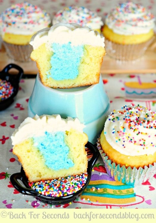 Gender Reveal Cupcakes! A fun way to share whether you're having a boy or a girl!  http://backforseconds.com #cupcakes #lgenderrevealidea #genderreveal