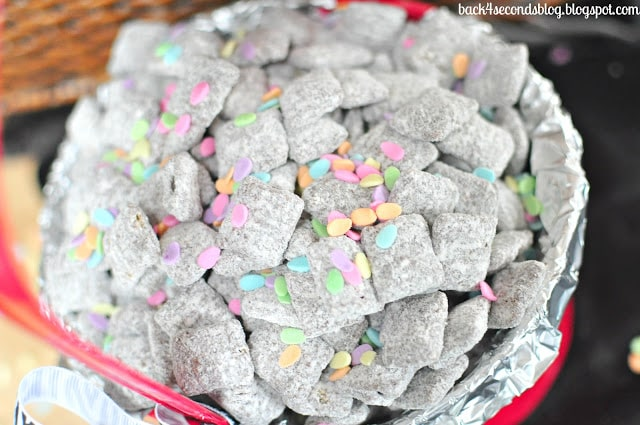 Cupcake Muddy Buddies - Tastes like a vanilla cupcake with chcolate frosting!! https://backforseconds.com  #cupcake #muddybuddies #puppychow #sprinkles
