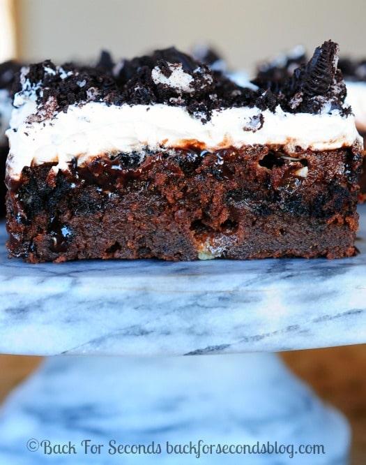 Marshmallow Oreo Fudge Cake - Rich, fudgy, gooey, and perfect for holidays! @Backforseconds  #pokecake #chocolate #dessert #holidaydessert #pumpkindessert