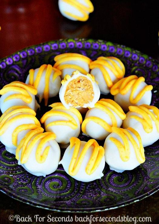 Easy Pumpkin Pie Truffles - Totally addicting and simple to make! @Backforseconds #pumpkin Pie #pumpkinpietruffles #thanksgivingdessert