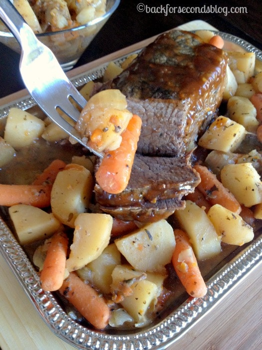 Easy Pot Roast Recipe made in the Crock Pot @Backforseconds #crockpot #easydinnerideas #potroastrecipe #kraftrecipemakers
