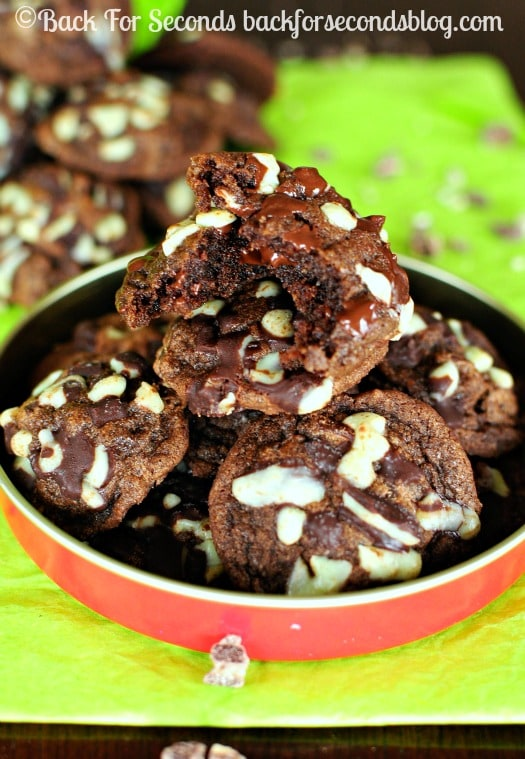 Triple Chocolate Fudge Mint Cookies - Brownie like cookies loaded with chocolate and Andes mint chips! @Backforseconds #christmas #cookies #mint