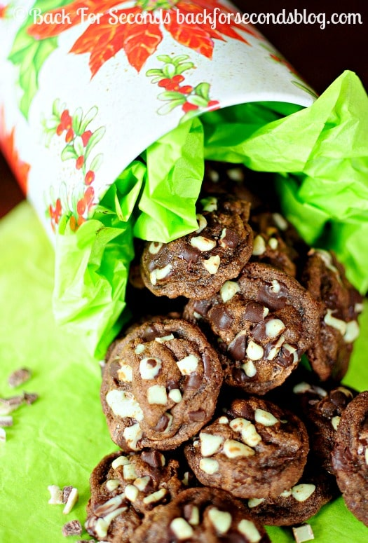 Triple Chocolate Fudge Mint Cookies - Brownie like cookies loaded with chocolate and Andes mint chips! @Backforseconds #christmas #cookies #mint