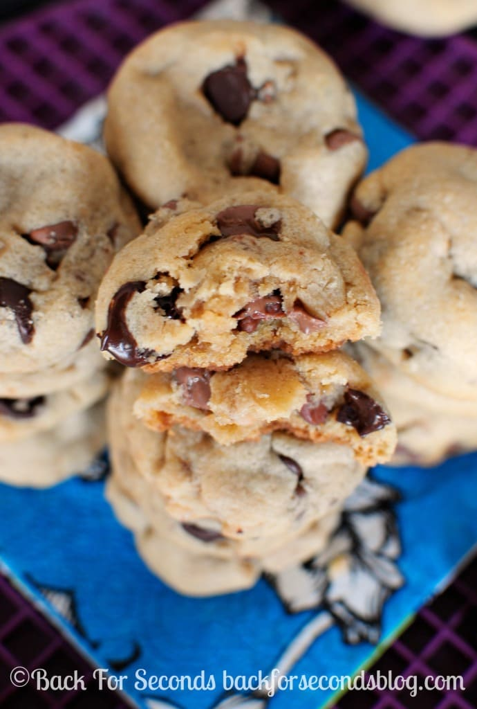 The Best Homemade Peanut Butter Cookie with Toffee and Chocolate Chips. Soft, Thick, and Chewy @Backforseconds  #cookies #peanutbutter #toffee