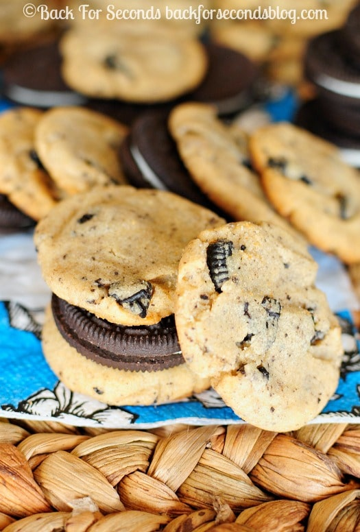 Cookies and Cream Peanut Butter Cookies - Such a yummy flavor combo! http://backforsecondsblog.com #peanutbutter #oreo #cookiesandcream #cookies