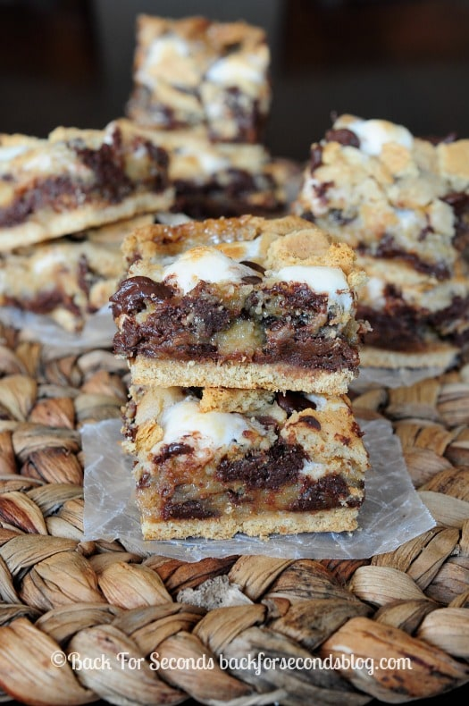 Easy S'mores Cookie Bars - These are out of this world yummy!! #smores #chocolate #dessert