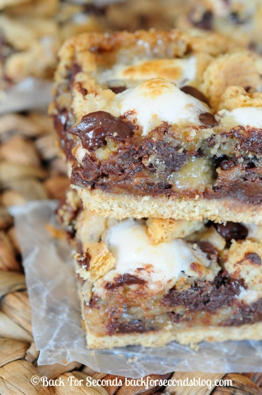 Easy S'mores Cookie Bars - The ultimate indoor s'mores! #smores #indoorsmores #dessert