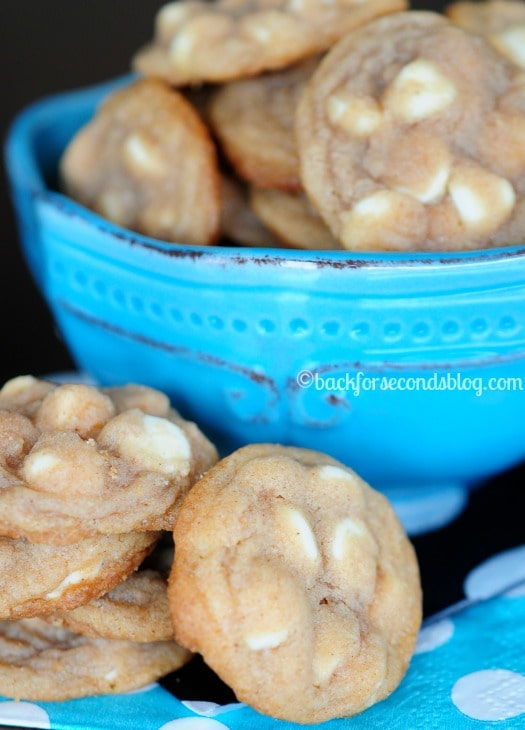 How to Make Chewy Cinnamon Cookies with White Chocolate - so delicious!! #snickerdoodles #cookies