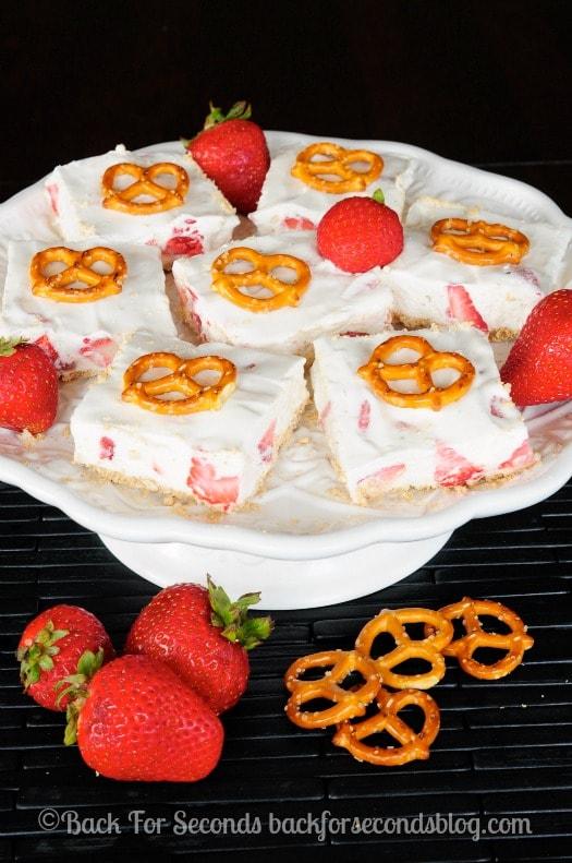 No Bake Strawberry Pretzel Bars - Cool, creamy, sweet goodness! #strawberries #nobake #dessert