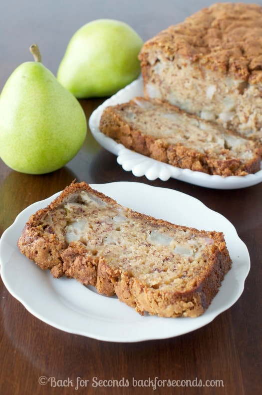 Pear Bread with a crunchy Brown Sugar Cinnamon Topping